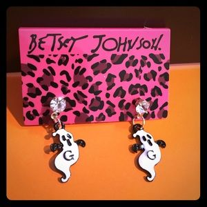 Adorable Betsey Ghostly Halloween Earrings